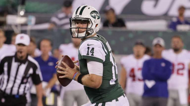 Jets quarterback Sam Darnold drops back to pass