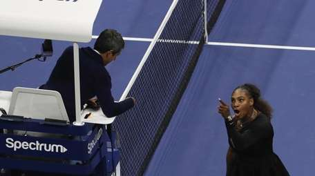 Serena Williams argues with umpire Carlos Ramos during