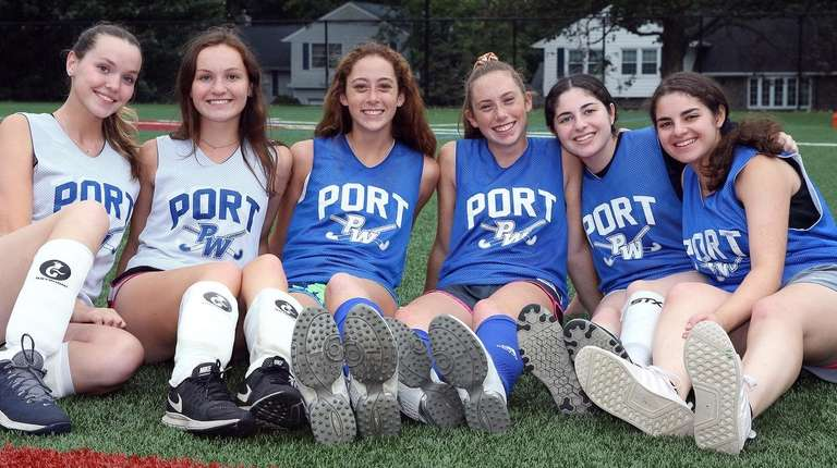 Port Washington field hockey players Michaela and Morgan