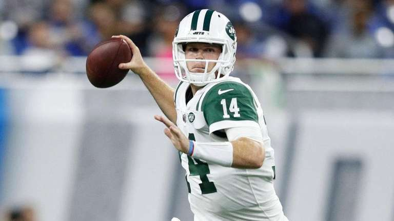 Sam Darnold of the Jets drops back for