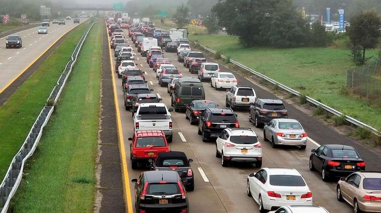 Man found on Sunrise Highway causes hourslong lane closures, police