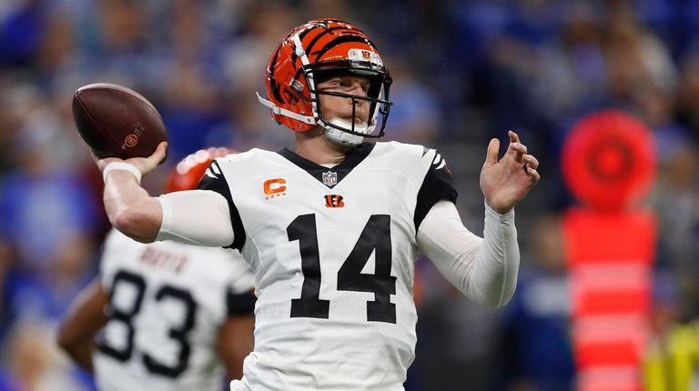 Cincinnati Bengals quarterback Andy Dalton throws against the
