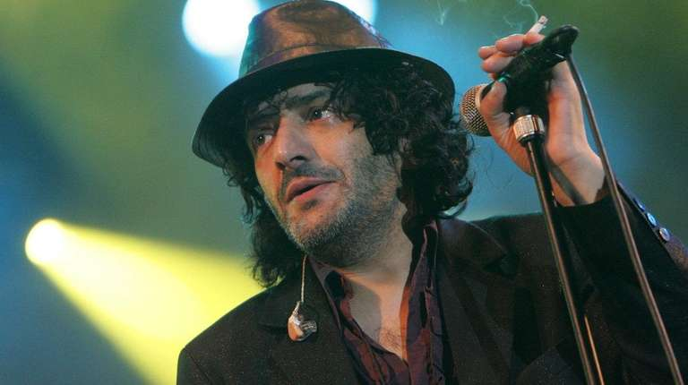 Singer Rachid Taha performs in Budapest in 2007.
