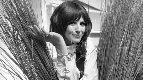 Fenella Fielding in 1971 before her one-woman entertainment