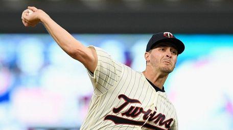 Jake Odorizzi #12 of the Minnesota Twins delivers