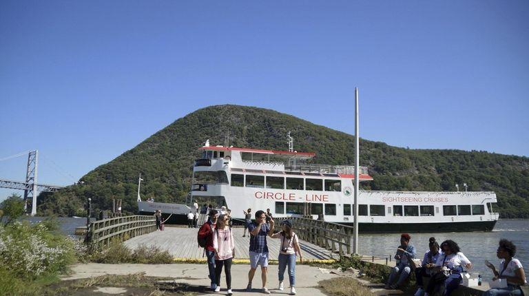Circle Line Sightseeing Cruises has a Bear Mountain