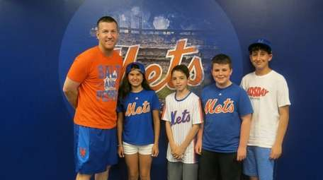 Mets player Todd Frazier with Kidsday reporters Gianna