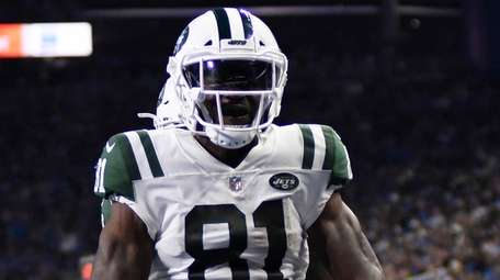 Jets wide receiver Quincy Enunwa celebrates his 21-yard