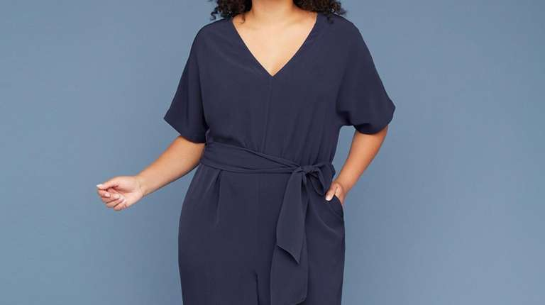 This crepe jumpsuit with a V-neck has graceful
