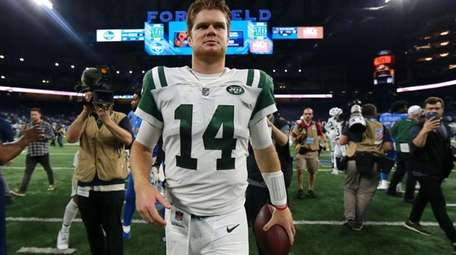 DETROIT, MI - SEPTEMBER 10: Sam Darnold of