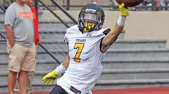 St. Anthony's Gregory Randall celebrates 28-yard TD catch