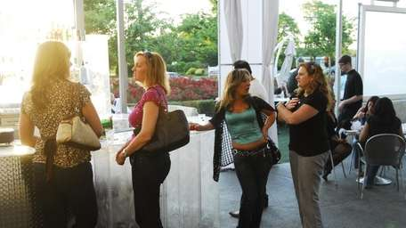 Happy hour at Four Food Studio takes place