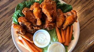 Buffalo wings at Vintage Sports Bar & Lounge,