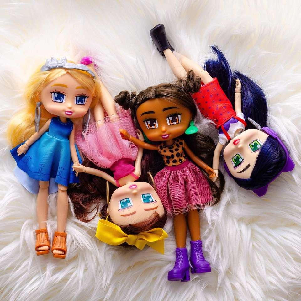 These 8-inch-tall, Walmart-exclusive fashion dolls love to shop