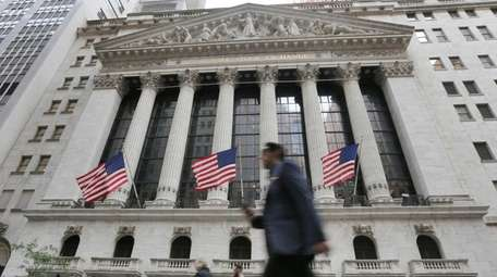 The state comptoller says Wall Street has profited