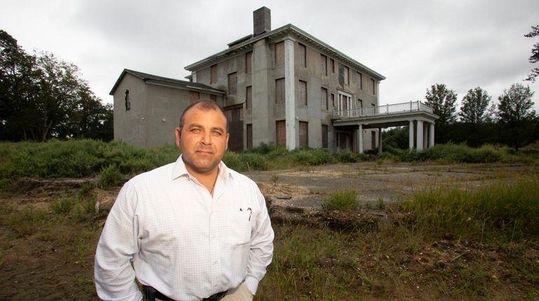 Developer Vincent Calvosa will raze the 15,000-square-foot East