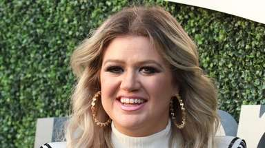 "Kelly Clarkson of ""The Voice"" will next star"