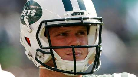 Rookie quarterback Sam Darnold of the Jets against