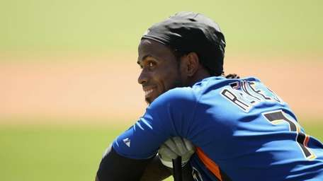 Jose Reyes of the Mets waits for his
