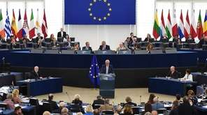 European Commission President Jean-Claude Juncker delivers his State