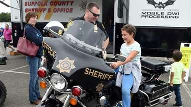 Deputy Sheriff Chris Anderson watches as Nathalie Bartholomew,