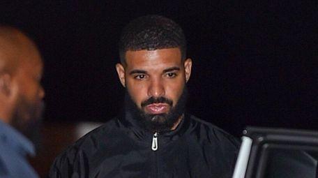 Drake walks to Nobu restaurant in Los Angeles