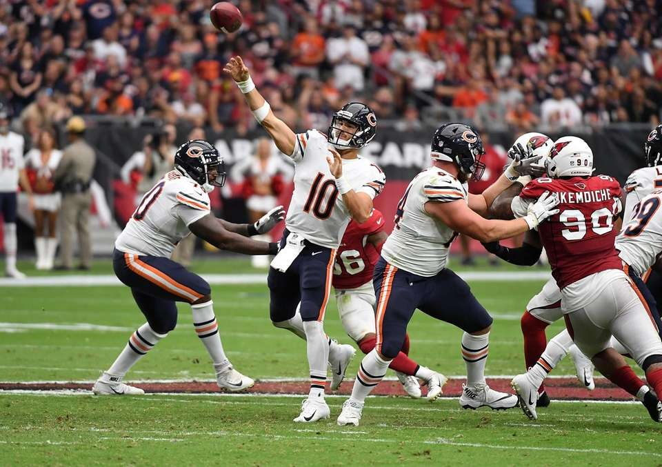 Mitchell Trubisky #10 of the Chicago Bears throws