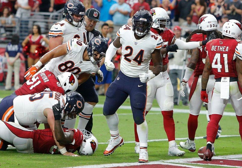 Chicago Bears running back Jordan Howard (24) celebrates