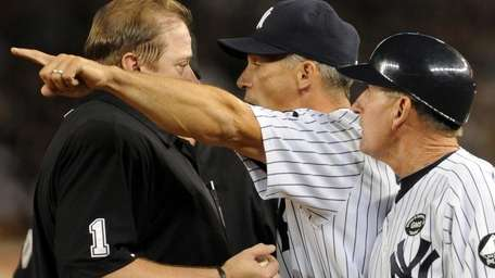 New York Yankees manager Joe Girardi (28) argues