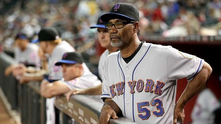 Mets Manager Jerry Manuel looks on from the
