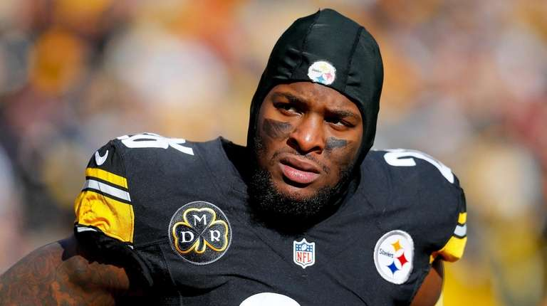 Steelers running back Le'Veon Bell looks on against