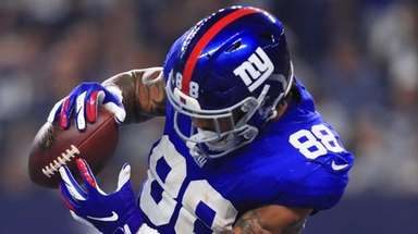 Giants tight end Evan Engram scores a touchdown