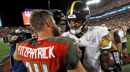 Steelers quarterback Ben Roethlisberger shakes hands with Buccaneers