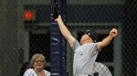 Yankees centerfielder Brett Gardner makes a leaping catch
