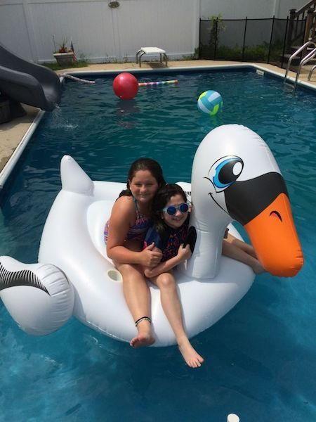 Antonella & Daniella Esposito floating in Mema &