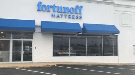 Fortunoff Mattress on Glen Cove Road in Carle