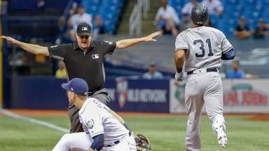 Yankees centerfielder Aaron Hicks is called safe at