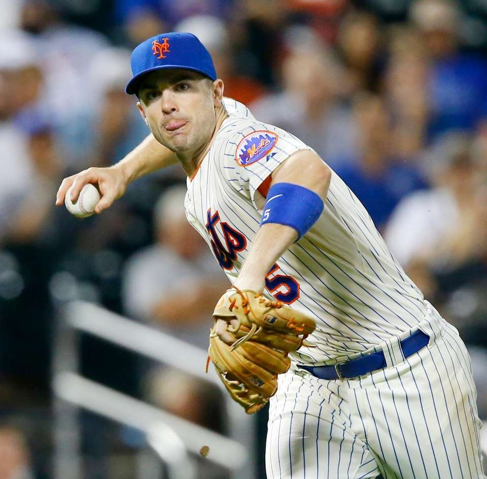 David Wright of the New York Mets fields