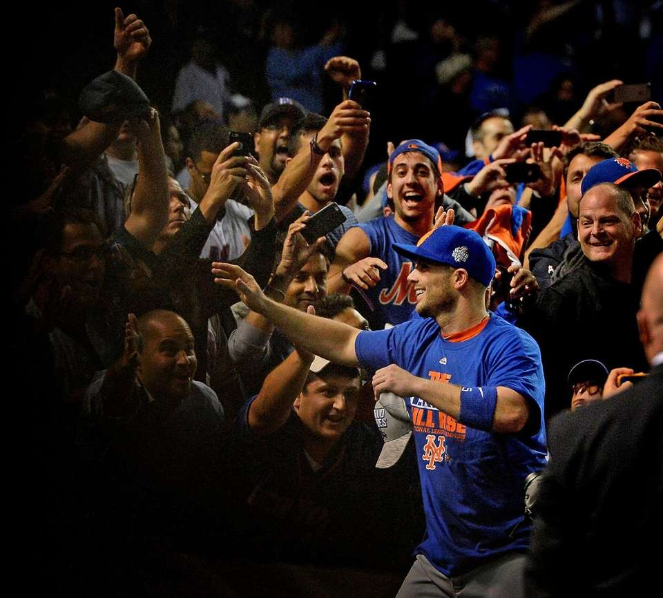 Mets third baseman David Wright celebrates the team's