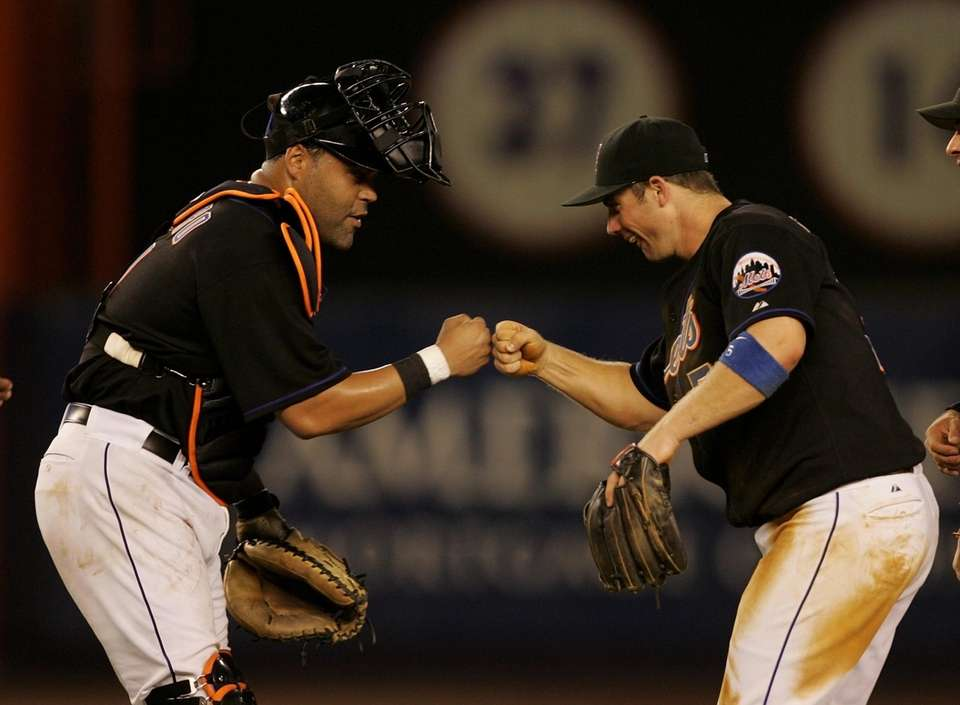 The Mets' David Wright and Ramon Castro celebrate