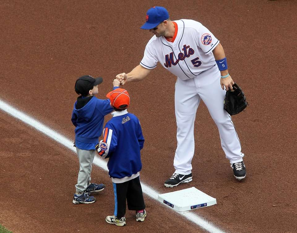 The Mets' David Wright greets children at third
