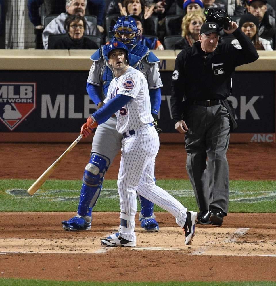 Mets third baseman David Wright hits a two-run