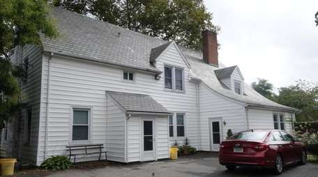 Oyster Bay rented this single-family residence at the