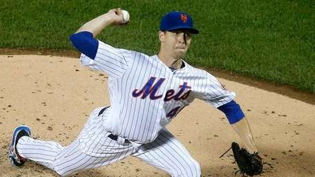 Jacob deGrom pitches against the Braves on Wednesday,