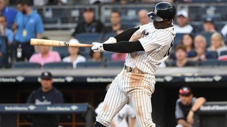 New York Yankees shortstop Didi Gregorius hits a