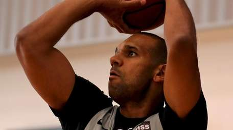 Brooklyn Nets forward Jared Dudley takes practice shots