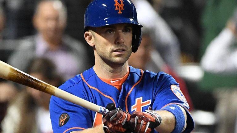 New York Mets' David Wright walks back to