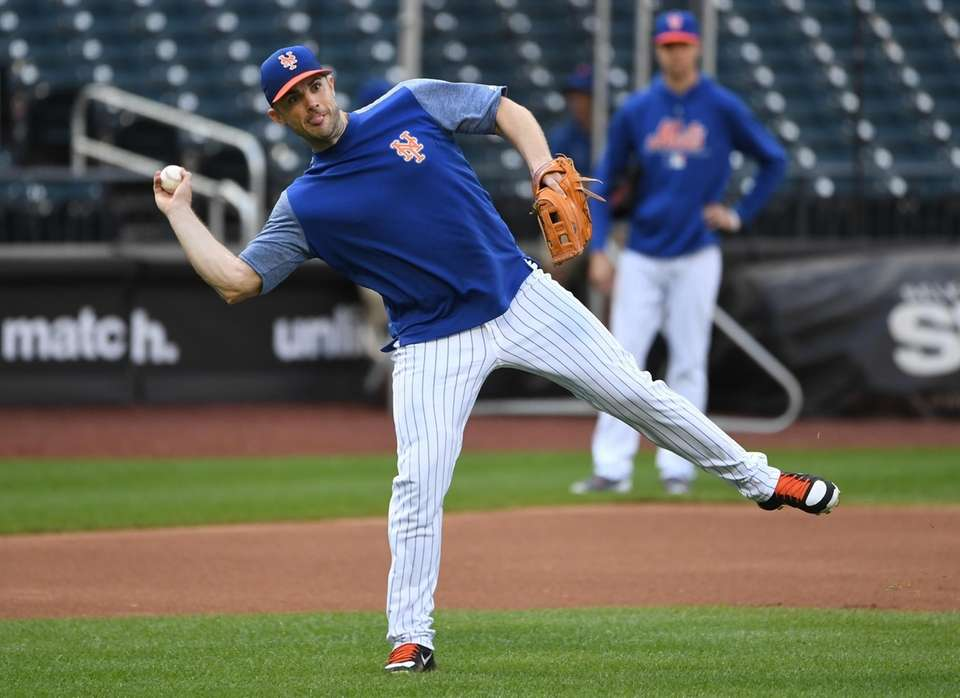 New York MetsÕ David Wright fields the ball