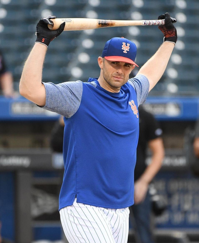 New York MetsÕ David Wright stretches during batting