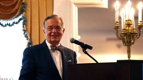 Dr. Francis P. Arena speaks at pancreatic cancer